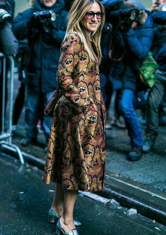 coat nyfw 2017 fashion week 2017 fashion week streetstyle printed coat sarah jessica parker shoes metallic metallic shoes silver silver shoes sunglasses celebrity style celebrity