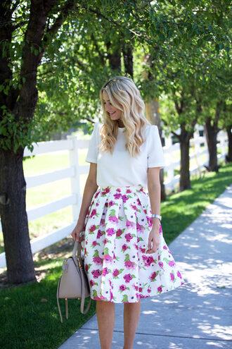 ivory lane blogger bag shoes jewels floral skirt pink skirt white top grey bag spring