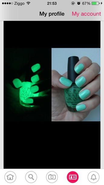 nail polish green