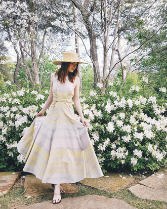 sea of shoes blogger dress shoes hat skirt