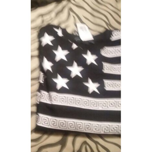t-shirt black and white with stars
