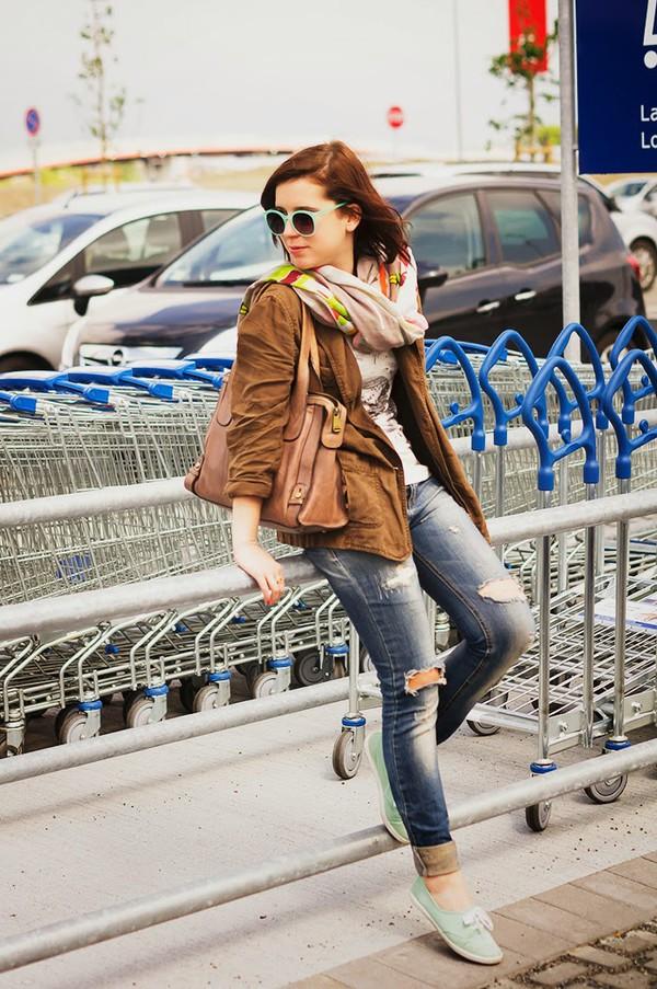 sunglasses jacket t-shirt jeans shoes bag scarf