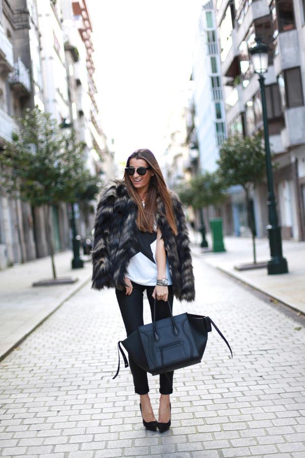 b a r t a b a c coat t-shirt pants bag shoes sunglasses jewels