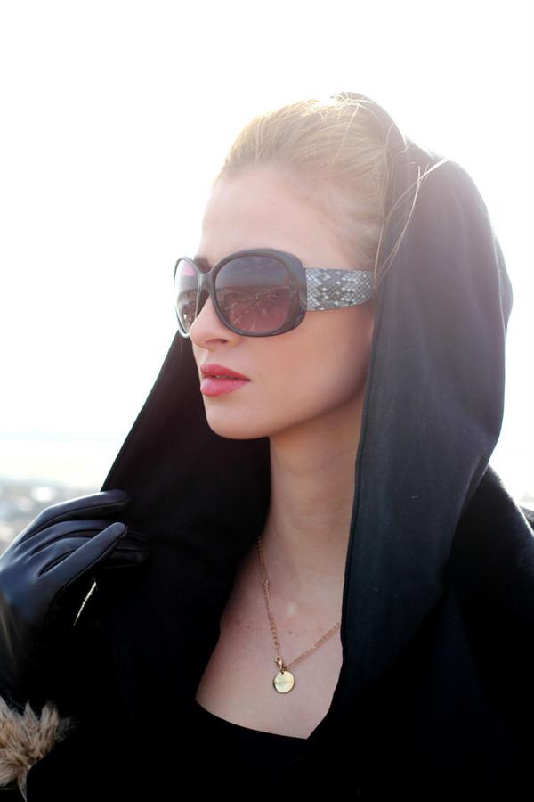 beauty fashion shopping coat pants jewels shoes sunglasses bag