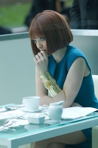 amanda seyfried bracelets blue dress hair/makeup inspo short hair jewels